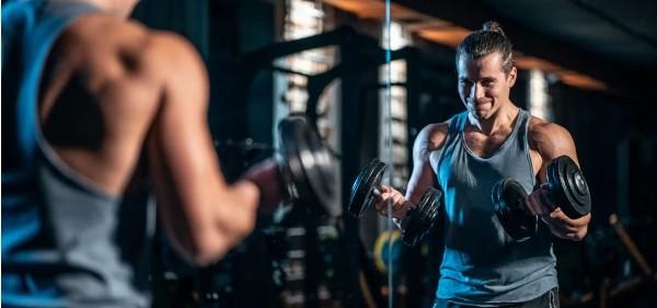 Trening na siłowni z zegarkiem Garmin