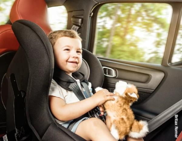 Fotelik dla dziecka do jazdy tyłem z Testem Plus