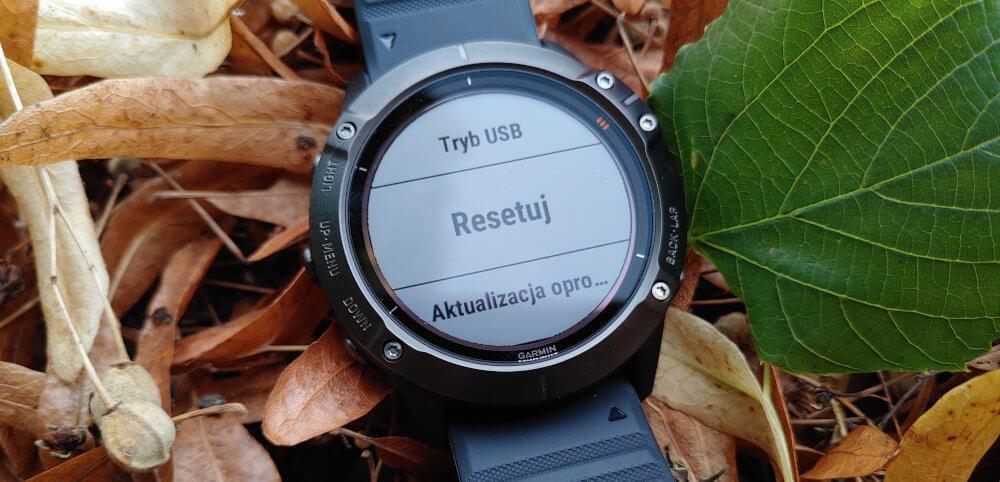 Jak zrobić twardy reset w zegarku Garmin?