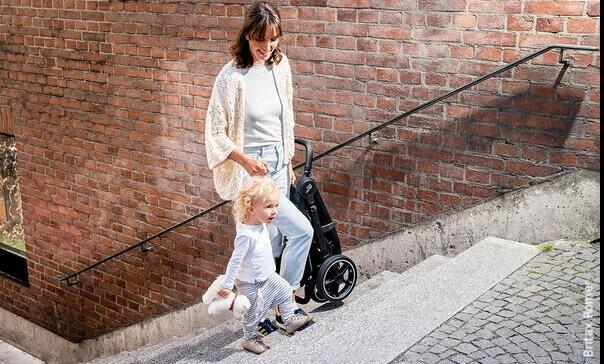 Lekki wózek spacerowy dla dzieci z większą wagą i wzrostem
