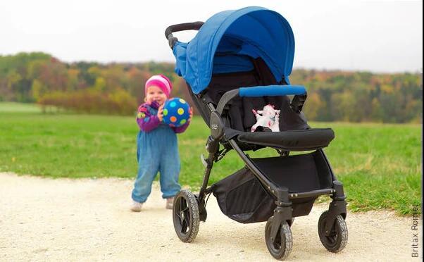 Wózek na czterech kołach przeznaczony dla dużych dzieci