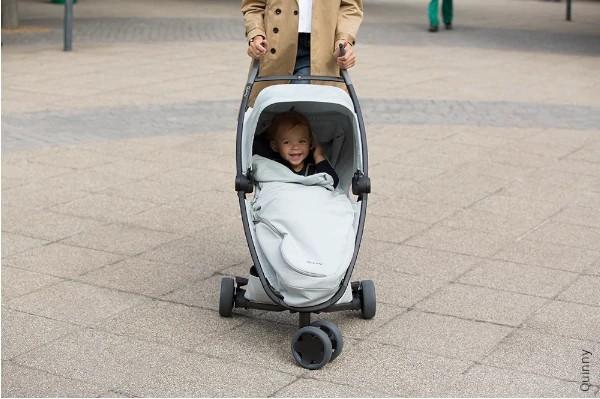 Wózek z trzeba kołami odpowiedni dla dziecka